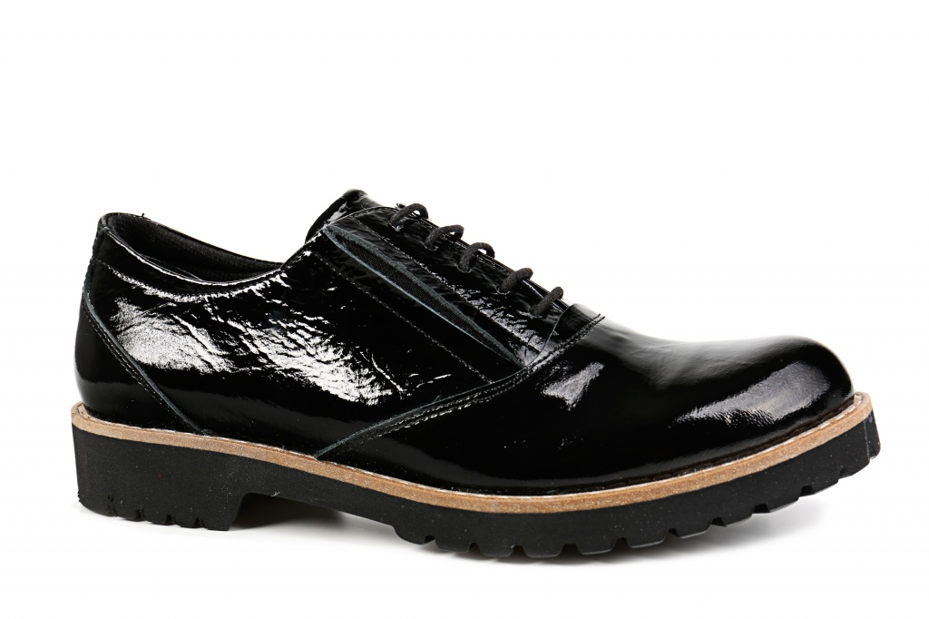 cca361660f4 Naiste paeltega kingad musta värv. Kinnised kingad. Madal konts < 2 cm.  Pealsematerjal: lakknahk, naplak. Sisevooder: naturaalne nahk + tekstiil.