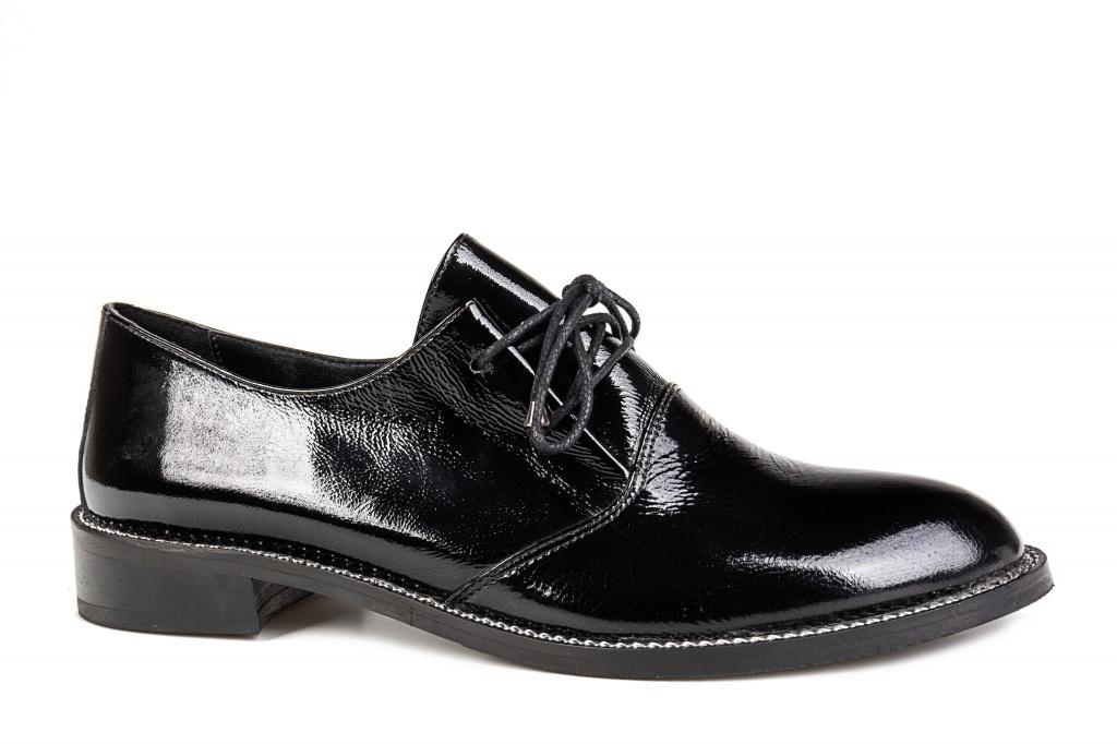 bf85e1fb1a3 Naiste paeltega kingad musta värv. Kinnised kingad. Madal konts < 2 cm.  Pealsematerjal: lakknahk, naplak. Sisevooder: naturaalne nahk.